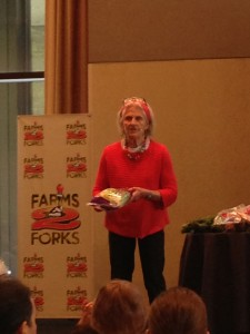 Ann Esselstyn explaining how to strip kale.