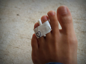fractured-toe-buddy-taping